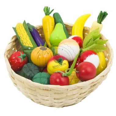 Koszyk pełen zakupów - warzywa i owoce